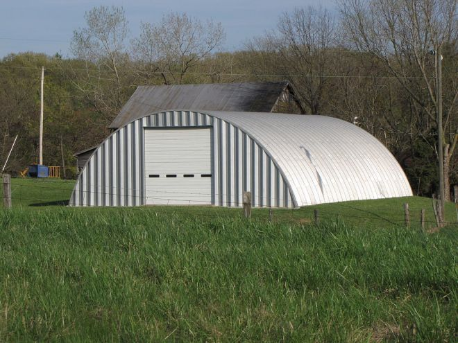1200px-Building_built_of_corrugated_steel